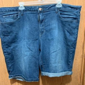 Riders by Lee Mid-rise Bermuda Shorts.